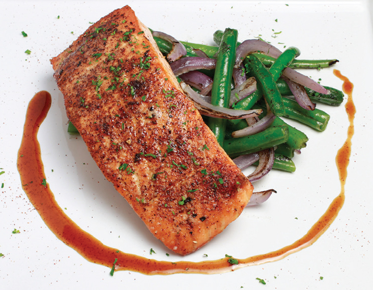Seared Salmon with Green Beans & Fire Roasted Red Onions